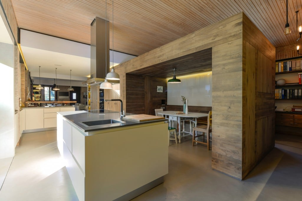 Harmonious-relationship-between-the-old-and-the-contemporary-architecture-House-in-Estoril-HomeWorldDesign-9-1024x683