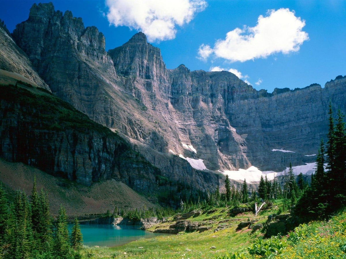 glacier-national-park-montana-near-iceberg-lake
