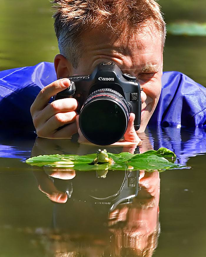 16 Photographs Of Photographers Photographing 8