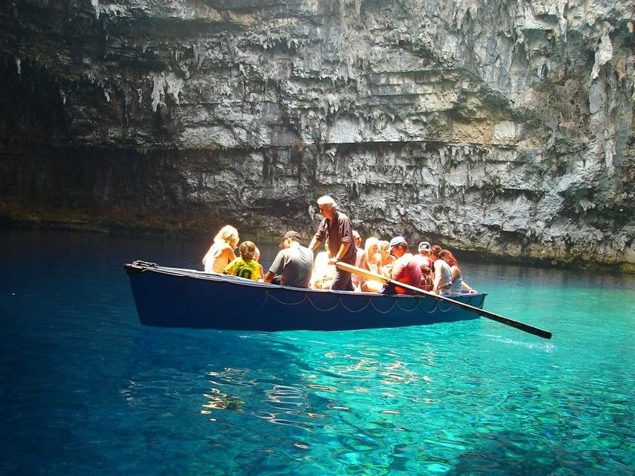melissani_lake_greece_7