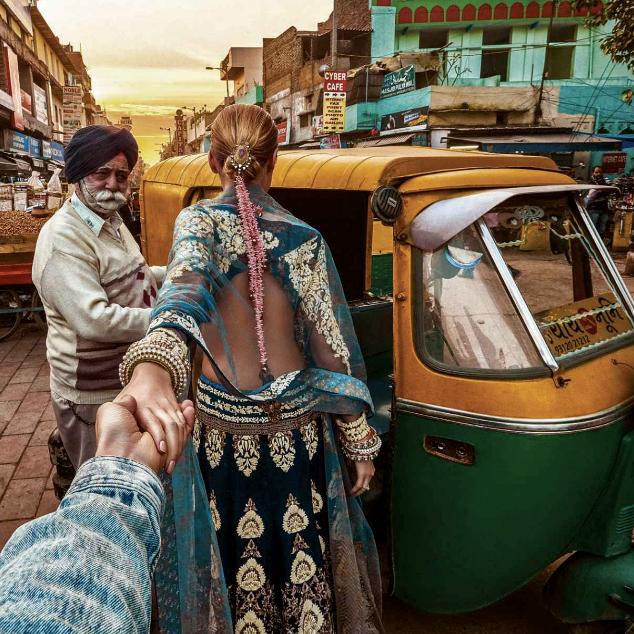 escape-into-the-alleys-of-Paharganj-Murad-Osmann-Anju-Modi