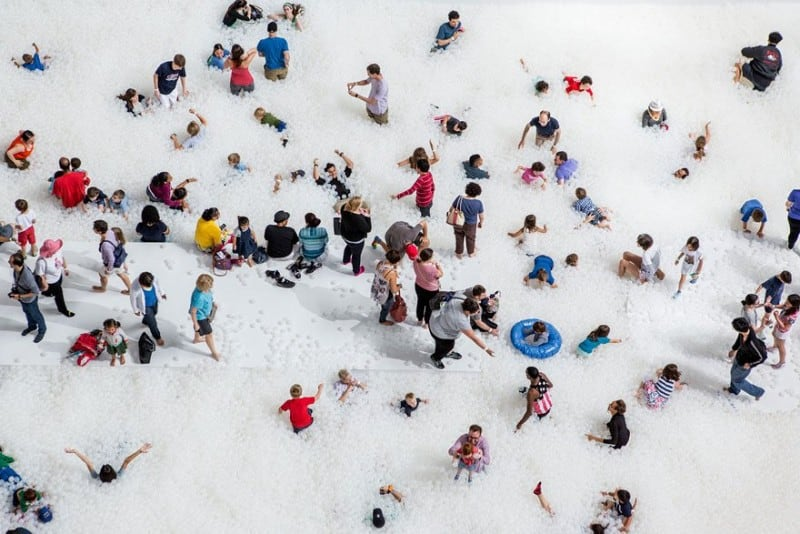indoor-ball-pit-bubble-ocean-the-beach-snarkitecture-national-building-museum-29