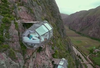 scary-see-through-suspended-pod-hotel-peru-sacred-valley-81