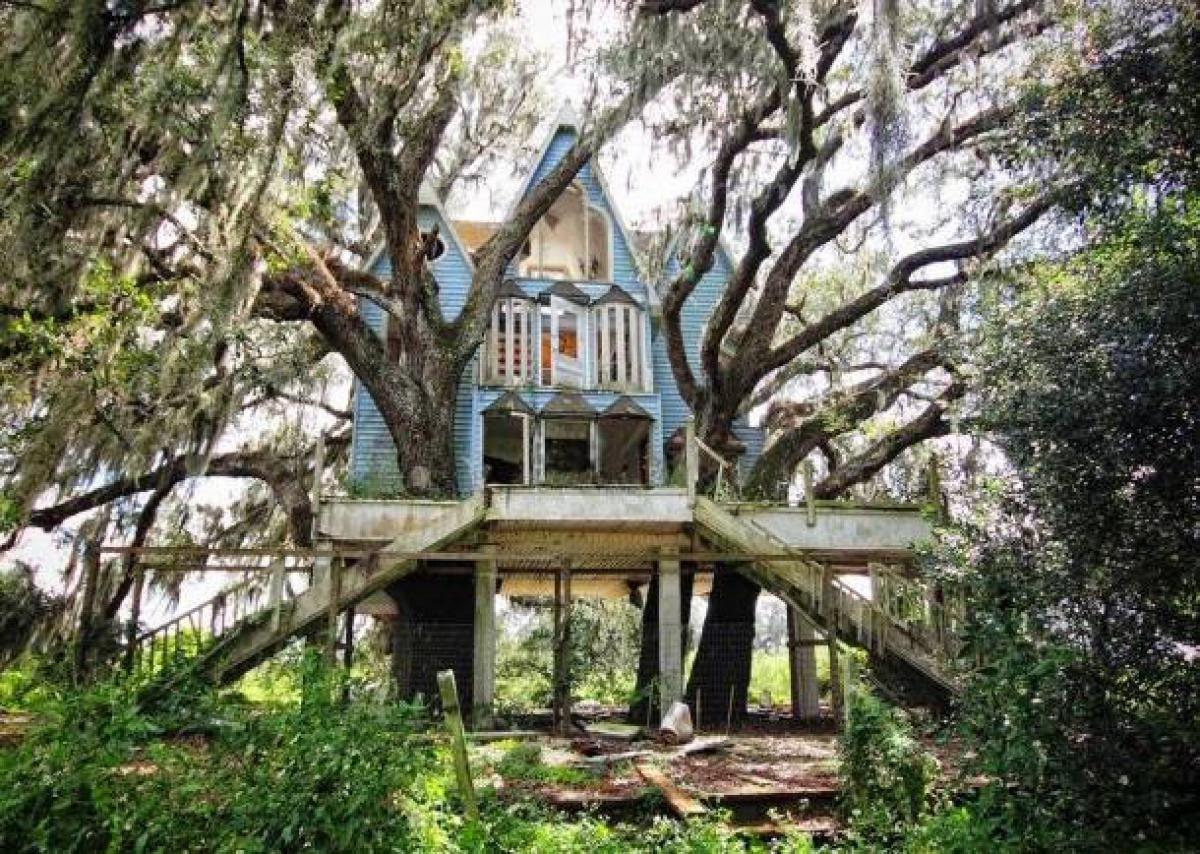emgn-com-abandoned-places-from-around-the-world-9-