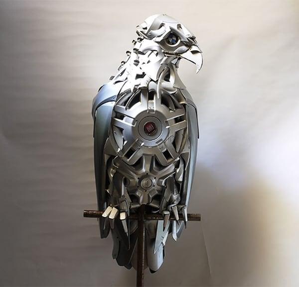 hubcap-sculpture-bird-side