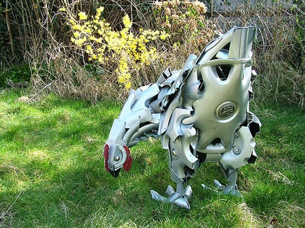 hubcap-sculpture-chicken