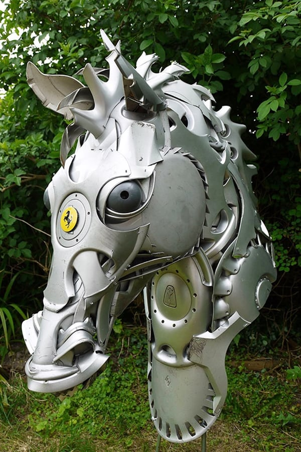 hubcap-sculpture-horse