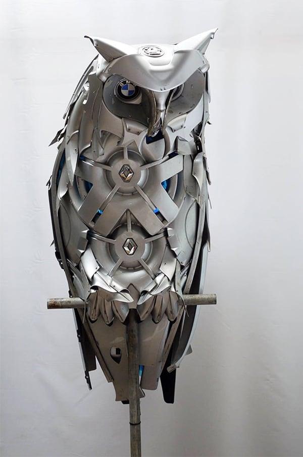 hubcap-sculpture-owl-sit