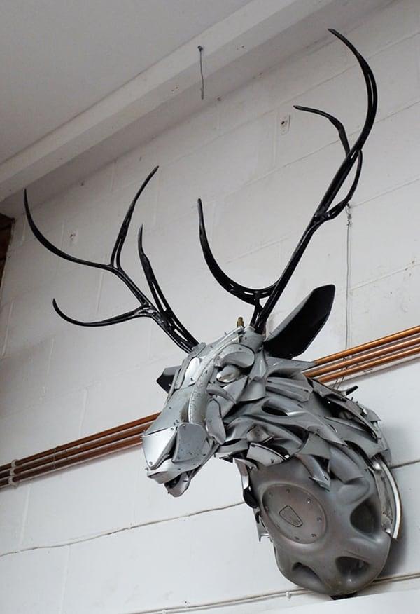 hubcap-sculpture-stag
