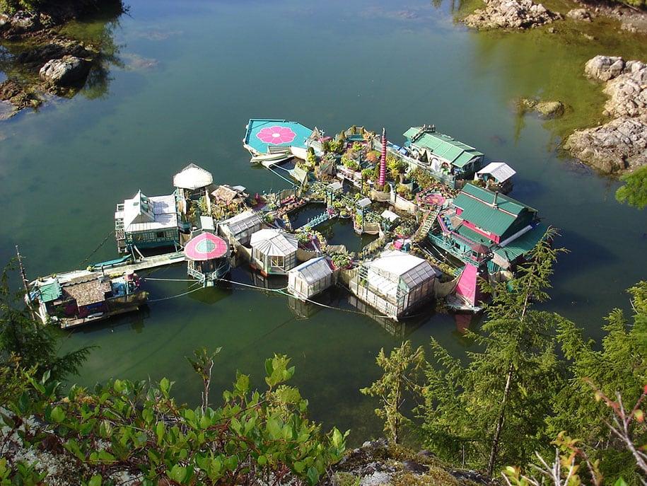 self-sustaining-off-grid-house-freedom-cove-wayne-adams-_004