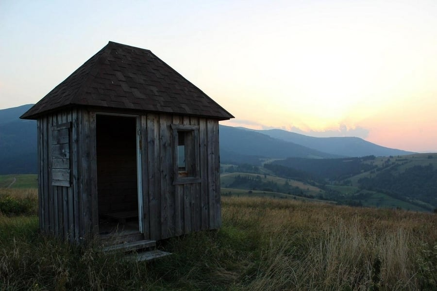 the-most-beautiful-abandoned-cabins-waiting-for-owners-to-come-10