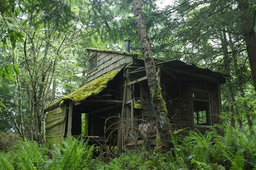 the-most-beautiful-abandoned-cabins-waiting-for-owners-to-come-29