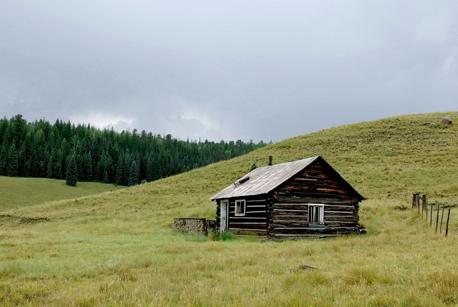 the-most-beautiful-abandoned-cabins-waiting-for-owners-to-come-8