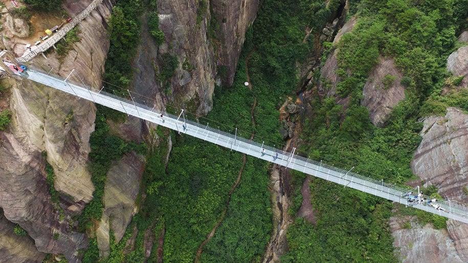longest-glass-walkway-bridge-scary-shiniuzhai-geopark-china-6