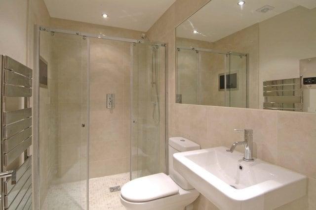 small-bathroom-remodeling-ideas-640x427-on-bathroomnice