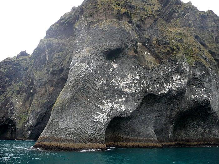 stunning-elephant-rock-formation-cliff-heimaey-iceland-1