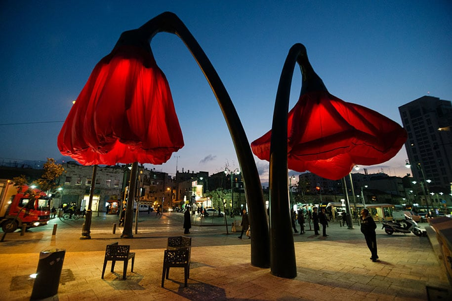 motion-activated-inflating-flowers-warde-hq-architects-jerusalem-4