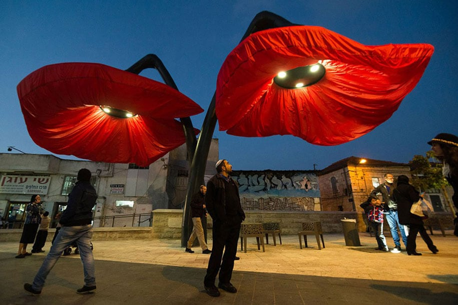 motion-activated-inflating-flowers-warde-hq-architects-jerusalem-7