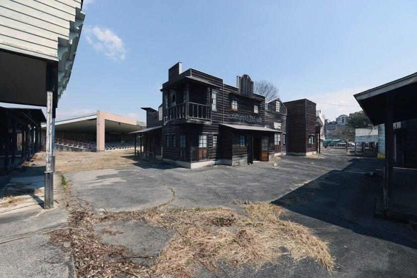 reginald-van-de-velde-abandoned-amusement-parks-fy-23