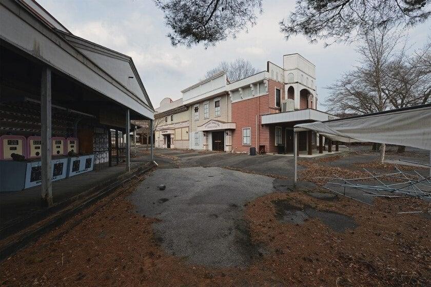 reginald-van-de-velde-abandoned-amusement-parks-fy-30
