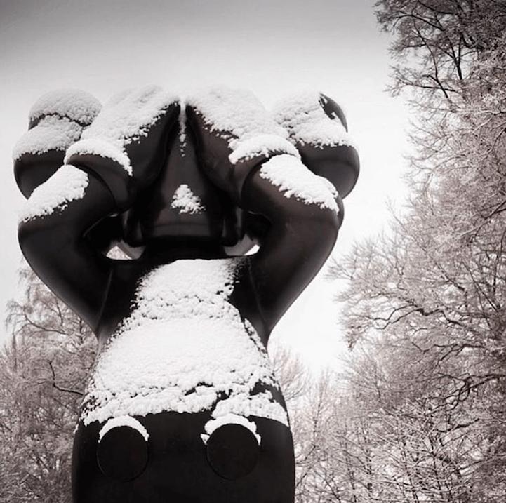kaws-sculptures-yorkshire-sculpture-park-fy-8