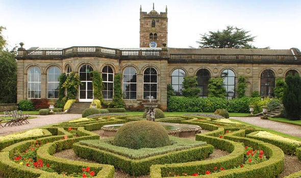 The-grand-front-of-Weston-Park-with-maze-584840