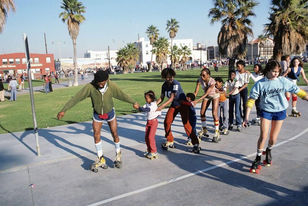 venice-beach-roller-skaters-2
