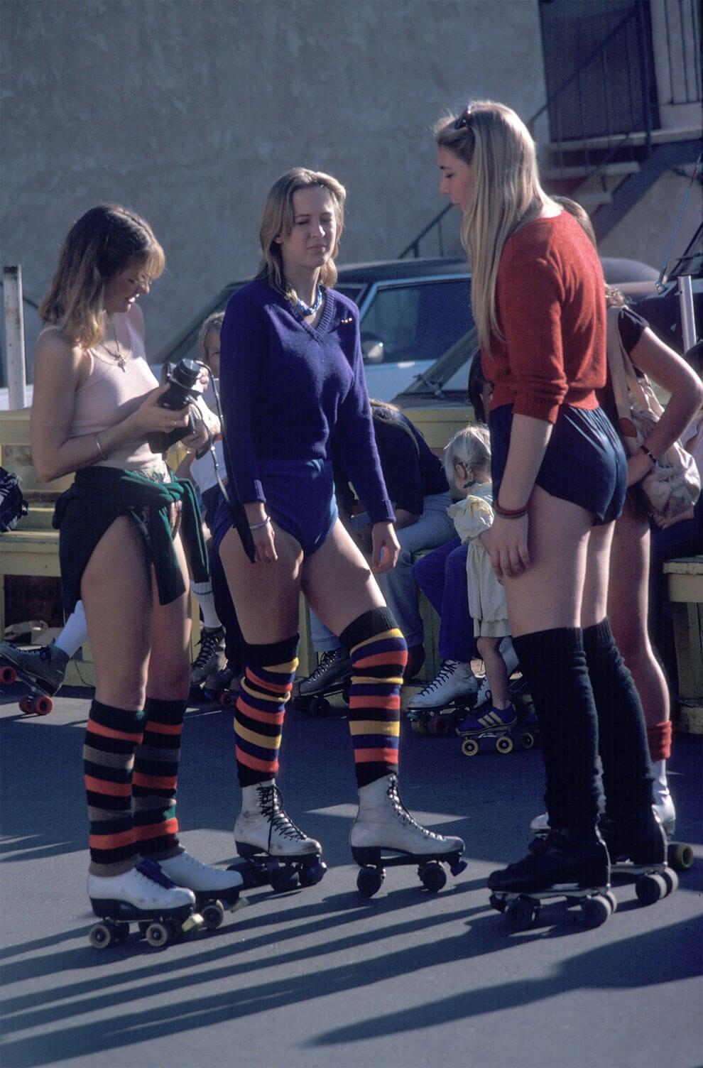 venice-beach-roller-skaters-4