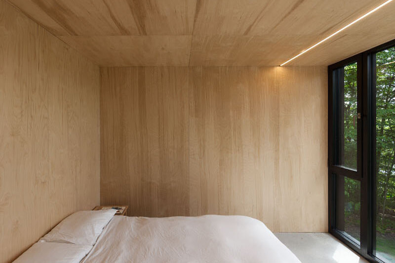 modern-cabin-hemlock-forest-quebec-canada-15