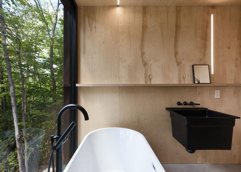 modern-cabin-hemlock-forest-quebec-canada-16
