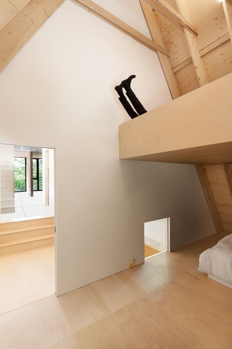 modern-cabin-hemlock-forest-quebec-canada-17