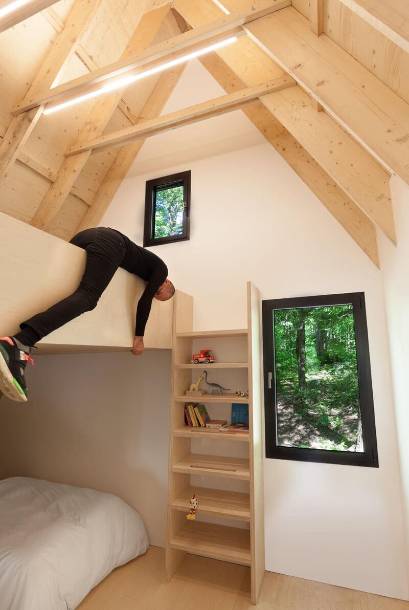 modern-cabin-hemlock-forest-quebec-canada-18