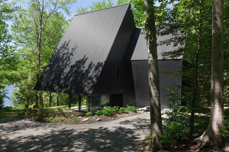 modern-cabin-hemlock-forest-quebec-canada-4