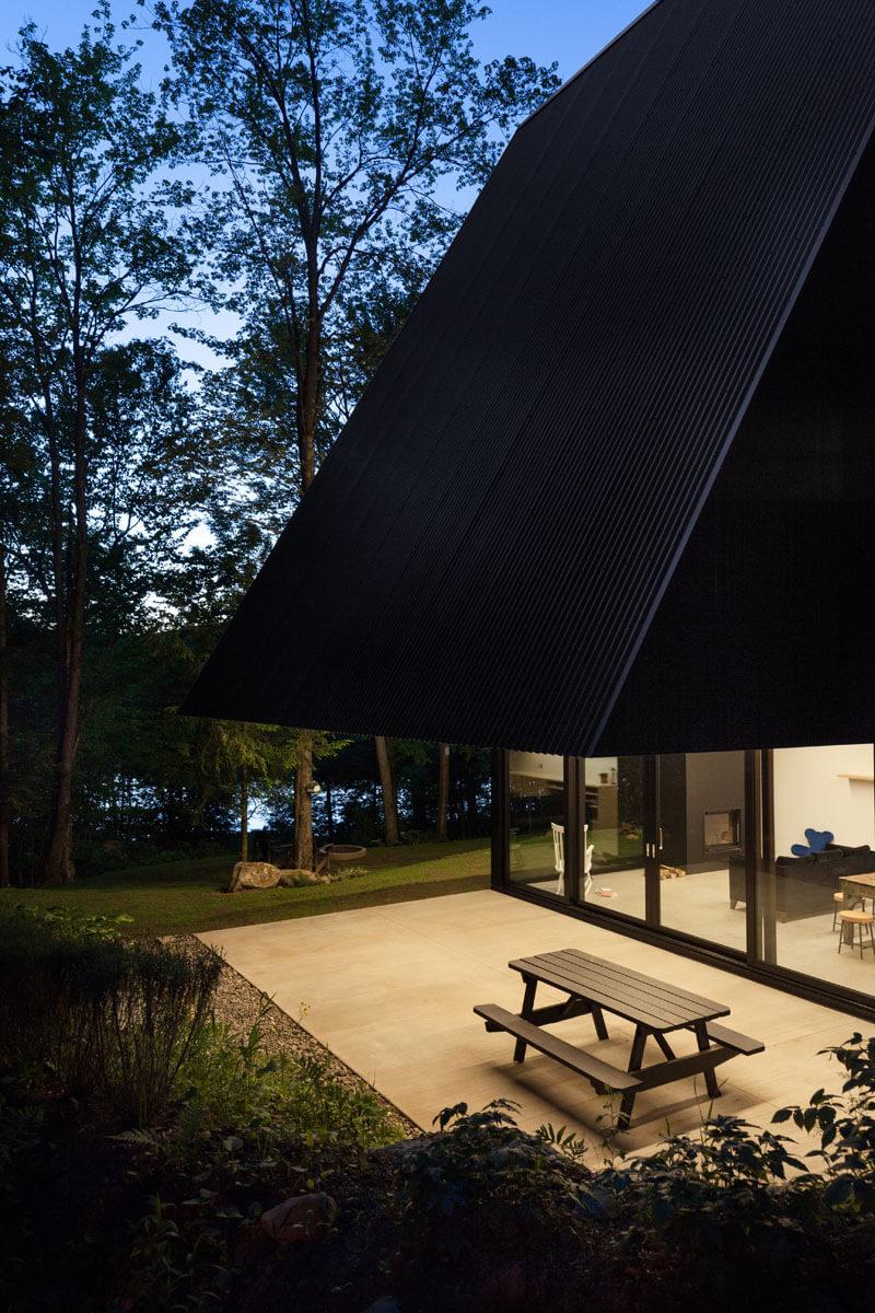 modern-cabin-hemlock-forest-quebec-canada-6