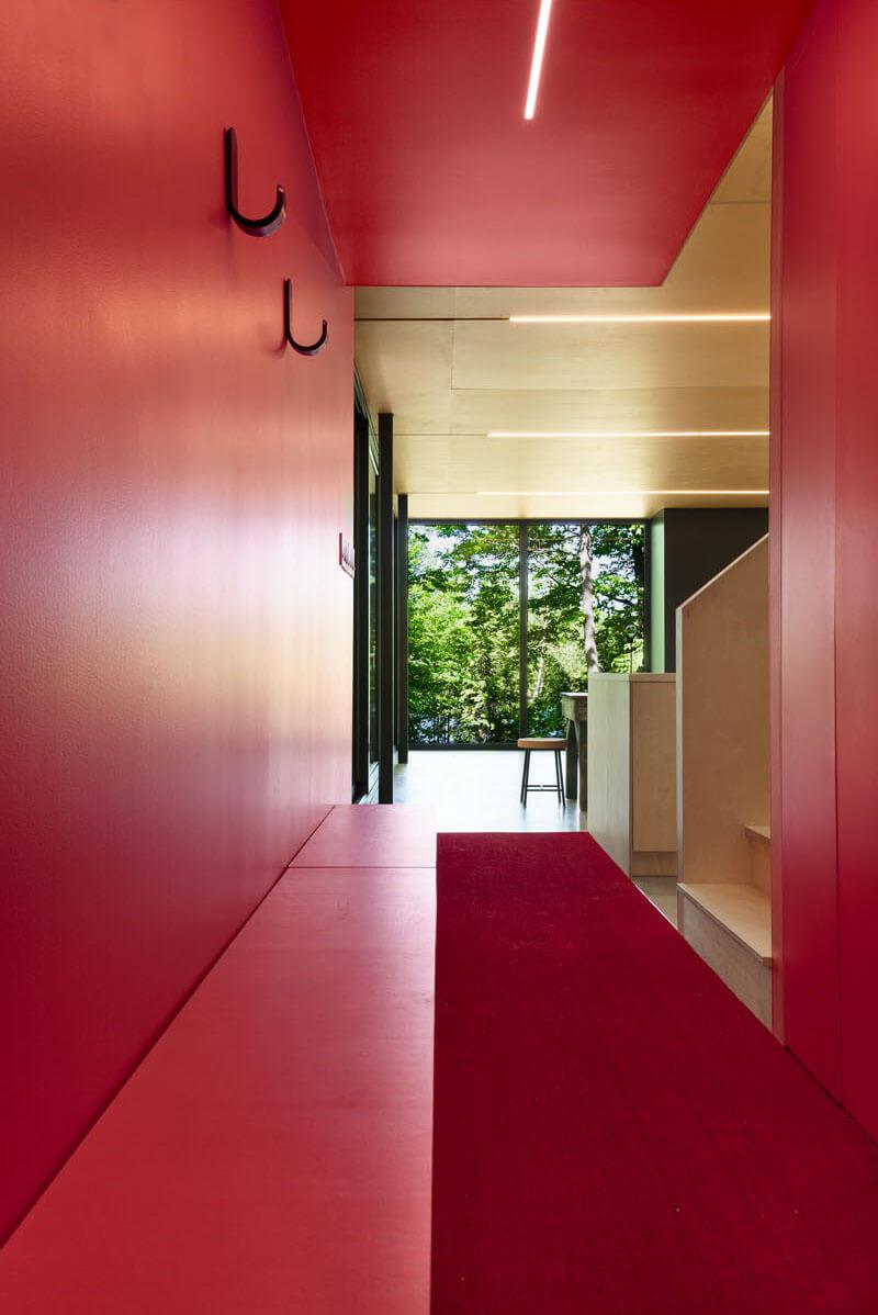modern-cabin-hemlock-forest-quebec-canada-9