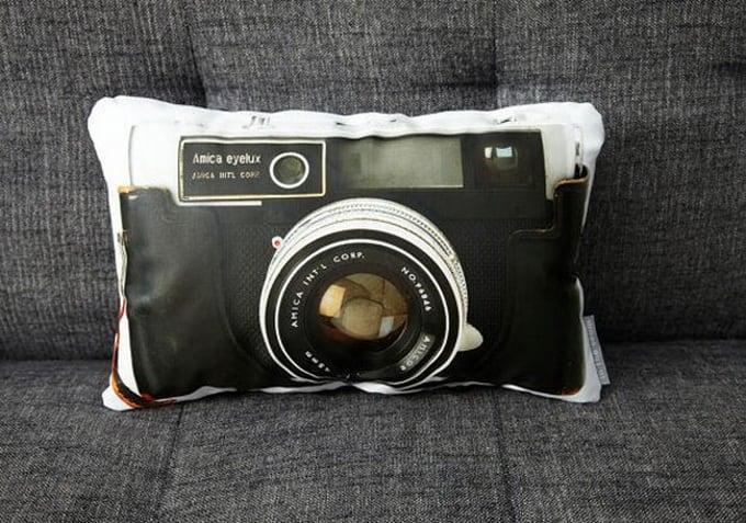 0b0e9 cameras pillows4