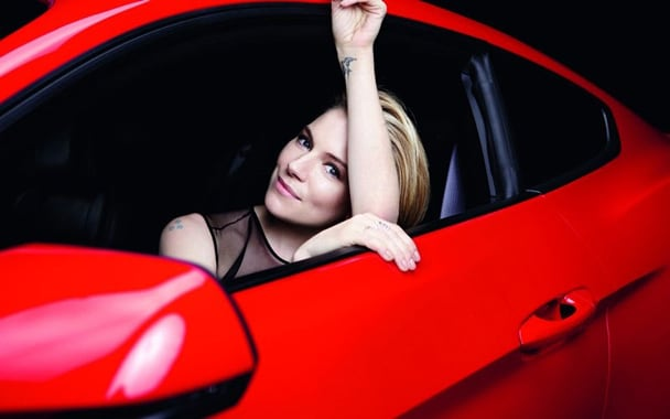 800x500xsienna miller ford mustang2 jpg pagespeed ic Nl2o1tRnOq