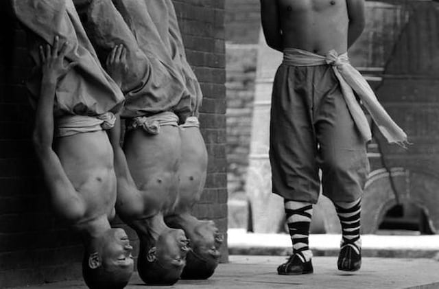 Shaolin Monks Training Tomasz Gudzowaty 0001