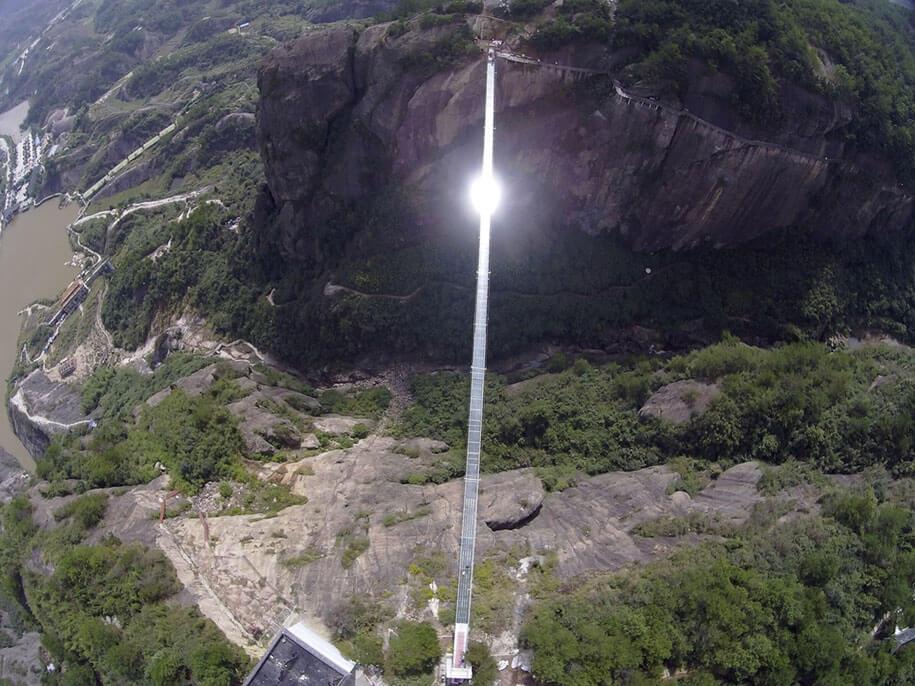 longest glass walkway bridge scary shiniuzhai geopark china 2