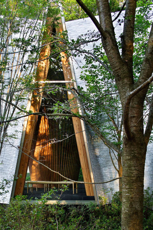 solemn-sayama-forest-chapel-7