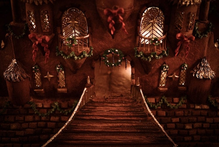 christine-mcconnell-gingerbread-castle-10-min