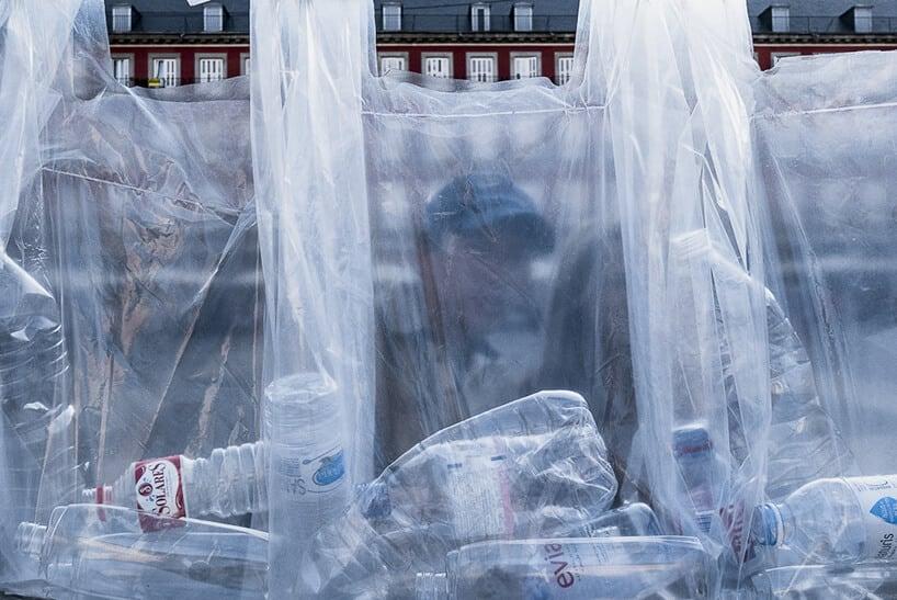 uzinterruptus labyrinth of plastic waste installation madrid fy 10