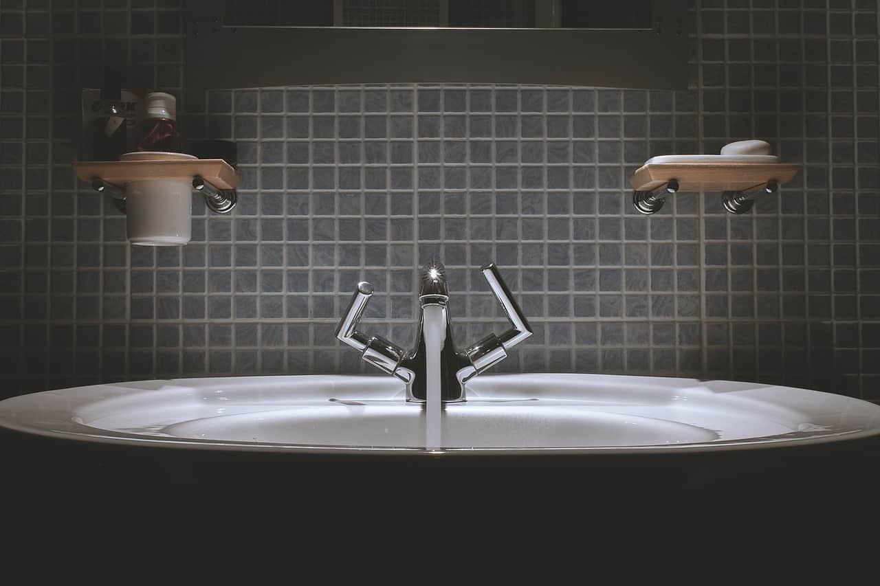 bathroom 690774 1280