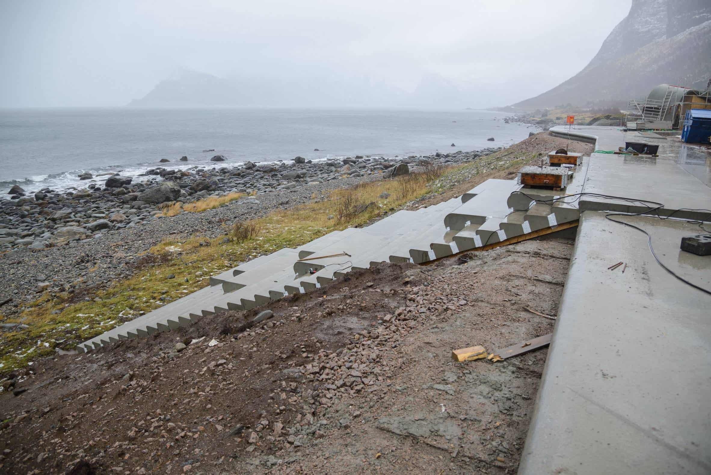 haugen zohar arkitekter hza wave shaped toilet facility norwegian scenic route 15