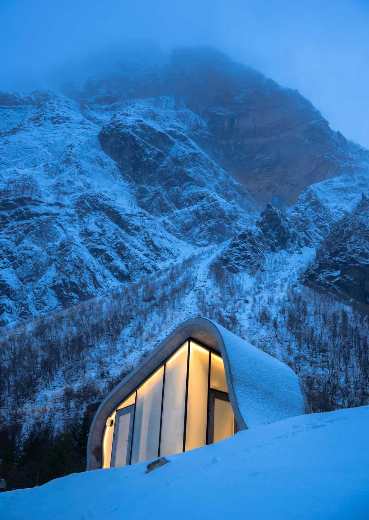 haugen zohar arkitekter hza wave shaped toilet facility norwegian scenic route 2
