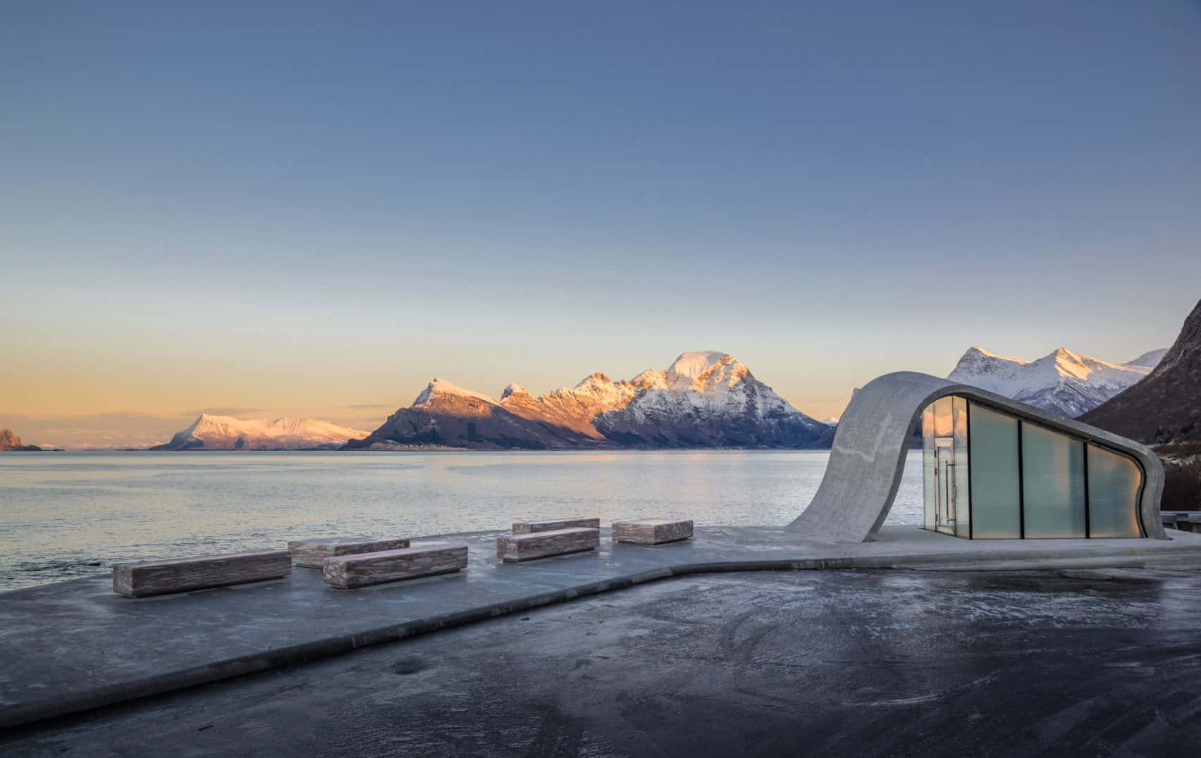 haugen zohar arkitekter hza wave shaped toilet facility norwegian scenic route 6
