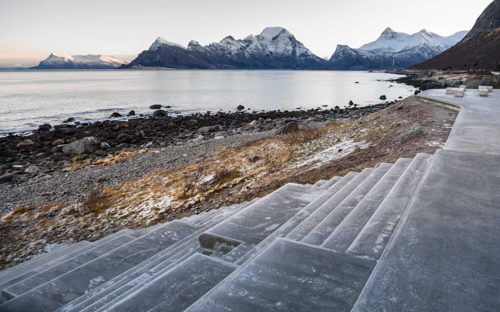 haugen zohar arkitekter hza wave shaped toilet facility norwegian scenic route 8