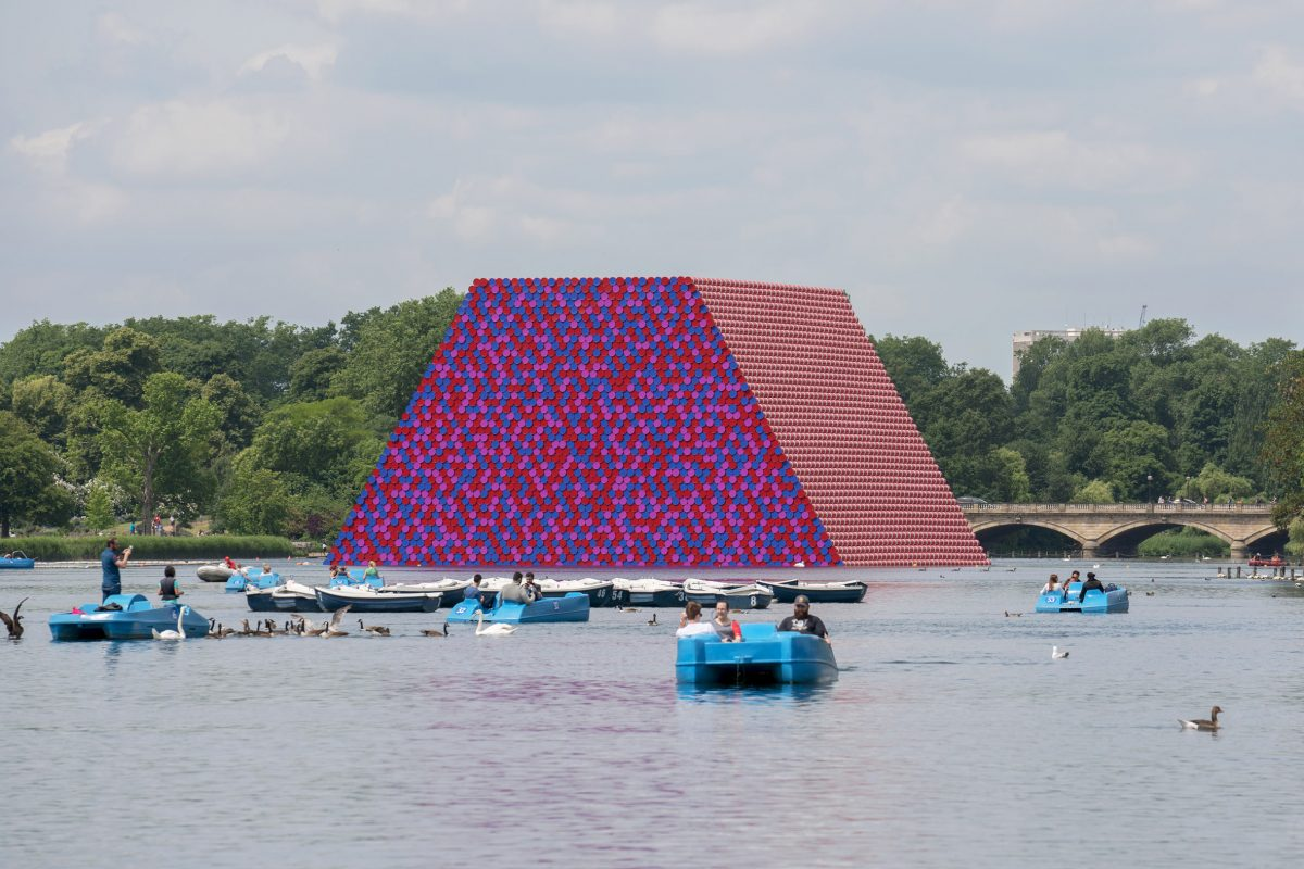 christo the london mastaba serpentine 2