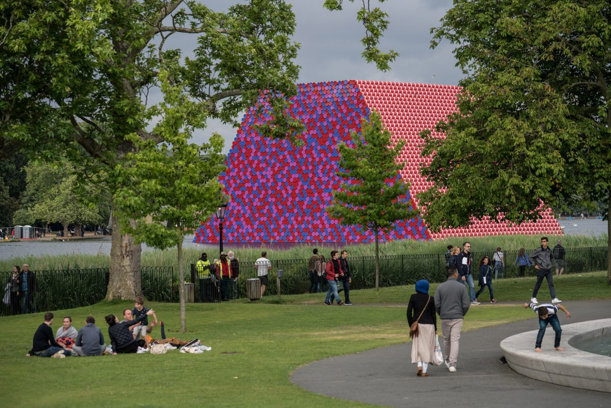 christo the london mastaba serpentine 5
