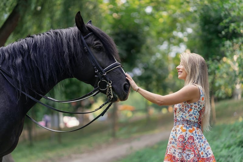young woman with a horse MAU6NPS